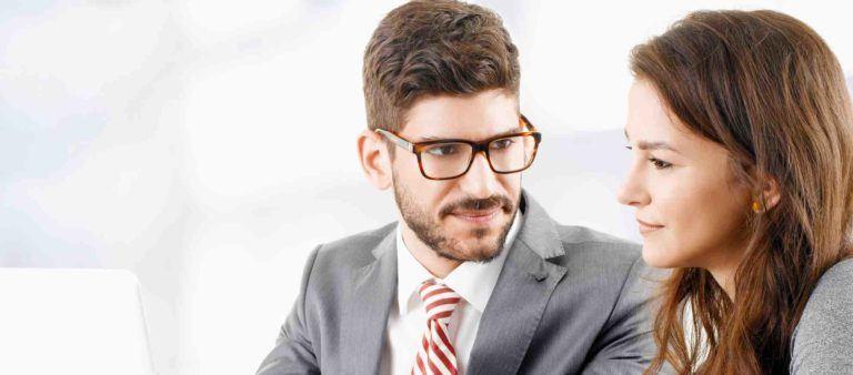 Anwalt für Mietrecht hat Klientengespräch